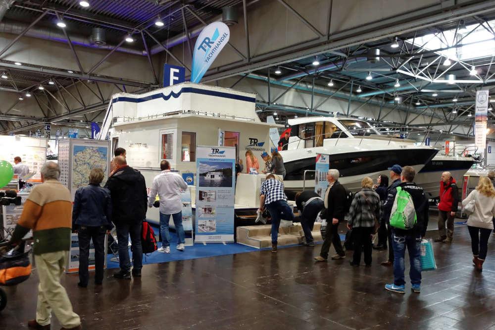 Der Hausboot-Typ Aquaner 900 war gut besucht und bot zusätzlich einen Blick über die Stände