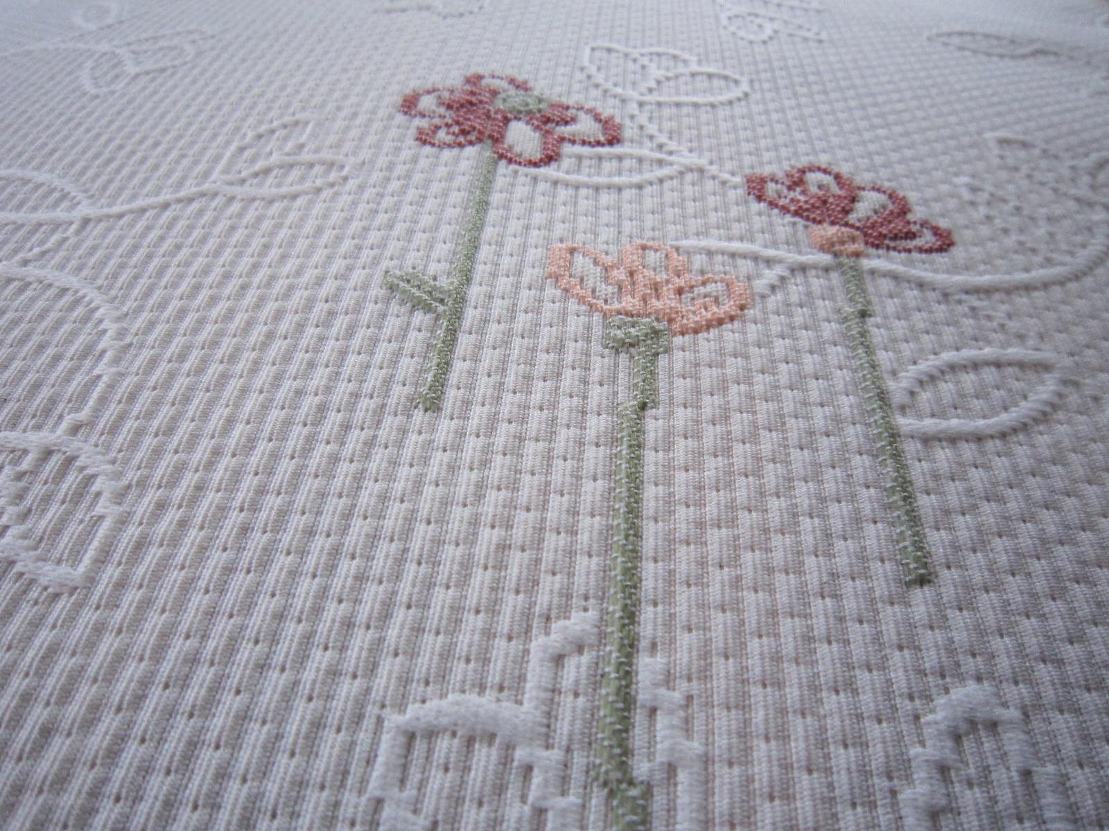 ベッドスプレッド カーロタ 刺繍デザイン