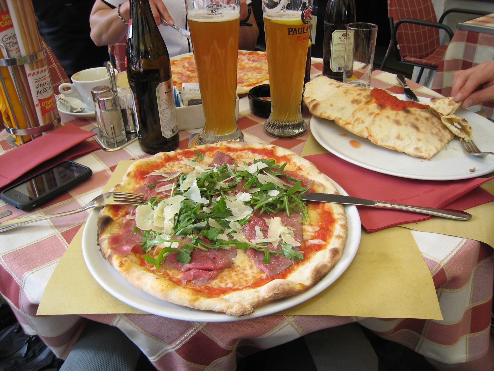 Pizza und Paulaner (alkoholfrei natürlich)