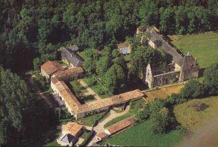 Photo aérienne abbaye du Pin commune de Béruges