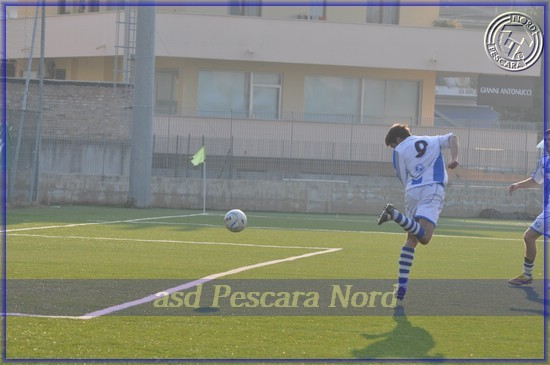 Al 90' De Benedictis (Pescara Nord), ben servito da Durante, manca il gol del pareggio (3-3)