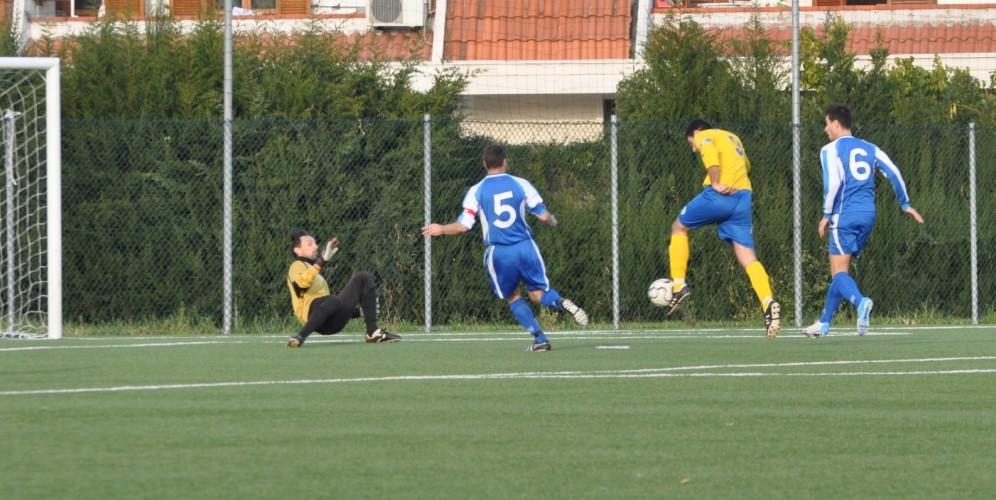 1-0. PAce porta in vantaggio i biancazzurri (oggi in tenuta giallo-blu)