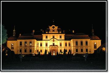 Schloss Jemniste in der Nacht