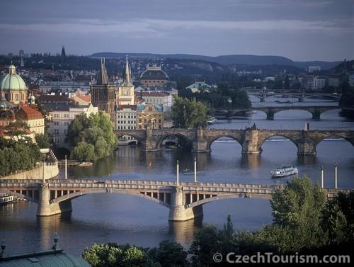 Prager Moldau-Brücken