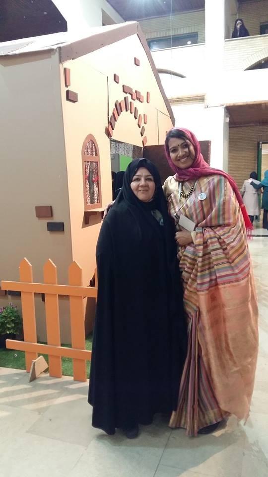 Deepa mit einer iranischen Erzählerin
