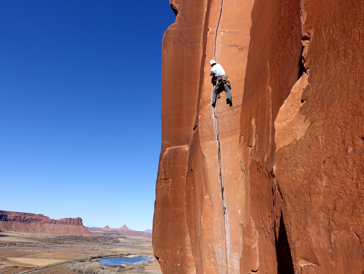 Climber: Stefan Joller / Photo: unknown climber / Location: Indian Creek, Utah, USA