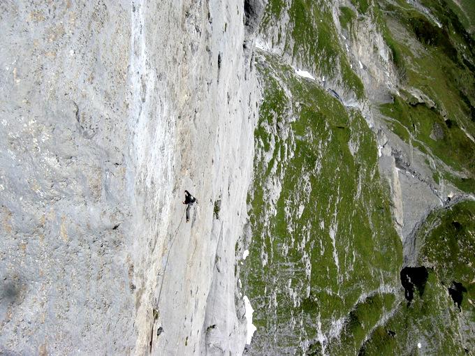 Climber: Roman Schär / Photo: Stefan Joller / Location: Patent Ochsner, Wendenstöcke