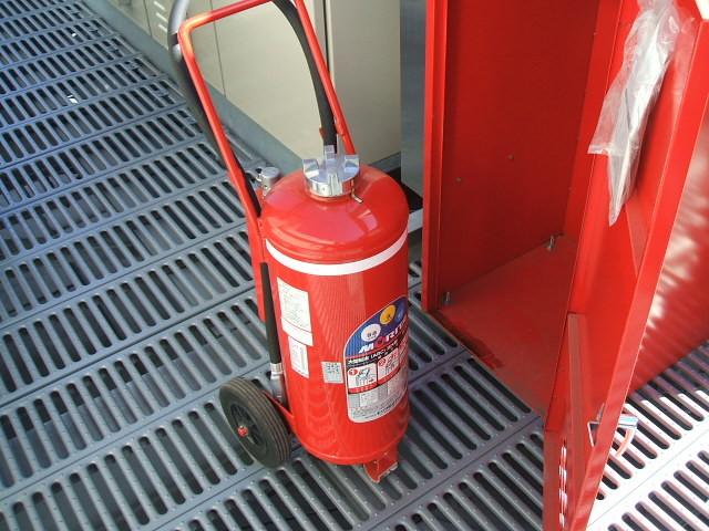 消防設備 消火器点検中