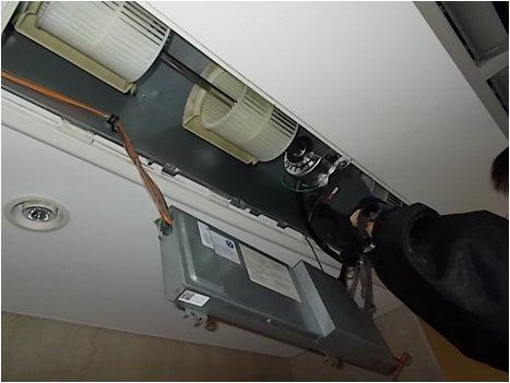 空調室内機新ファンモーター取付中
