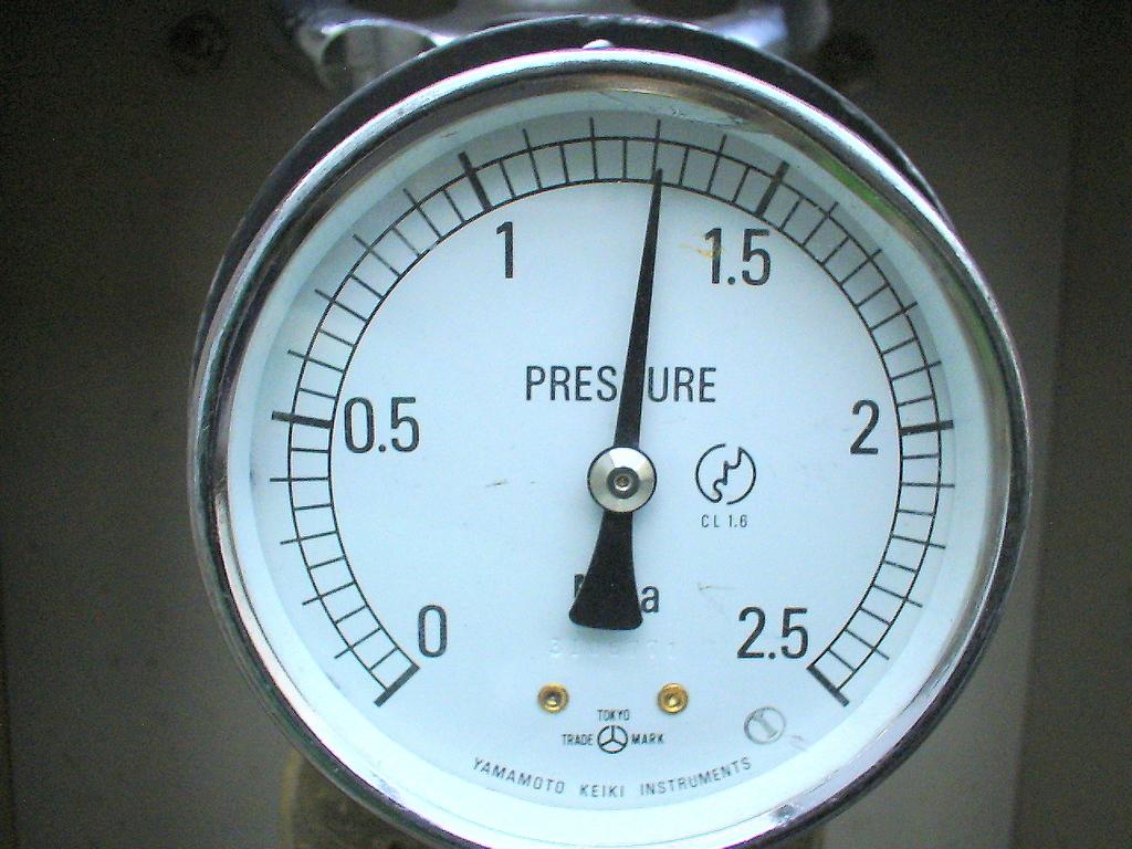 屋上放水口 水圧試験1.3Mpa 3分後・異常なし