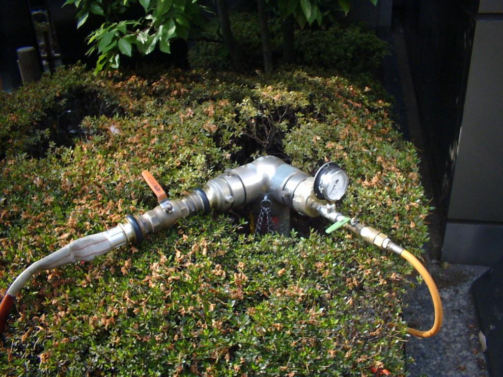 連結送水管耐圧試験ホース接続状況 エアー・水圧ホース
