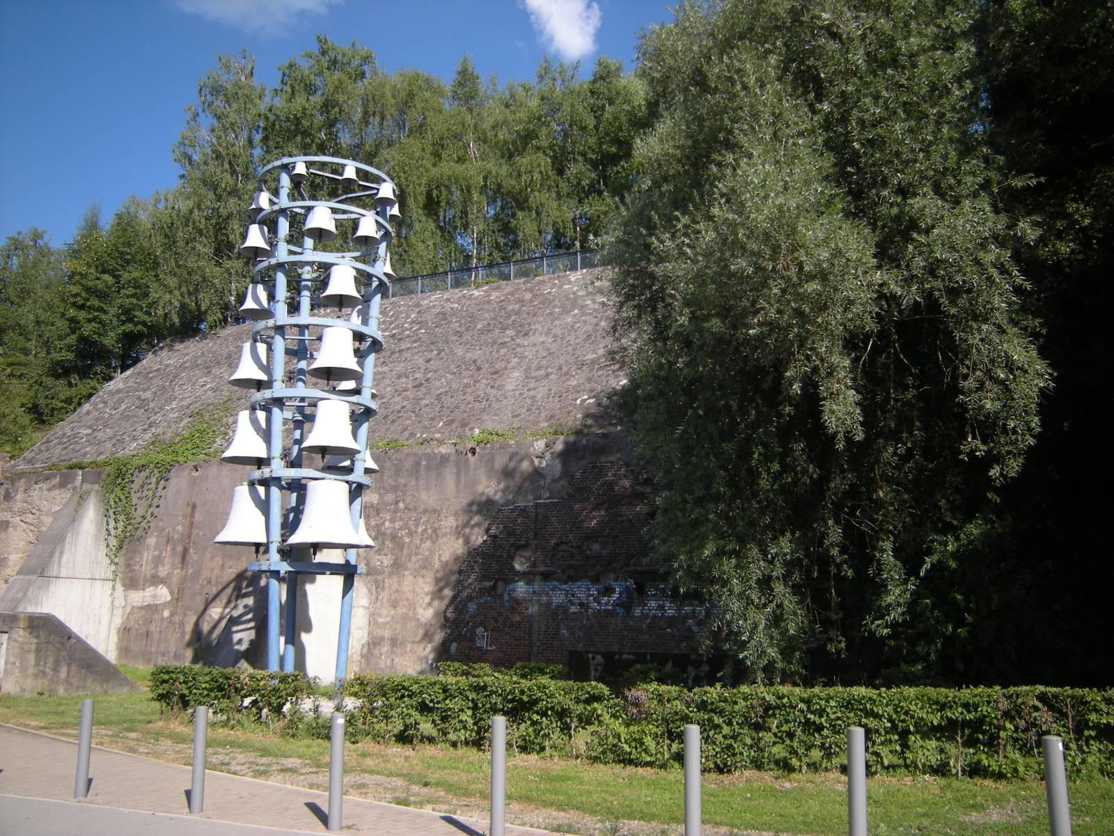 Glockenturm / Park Jahrhunderthalle