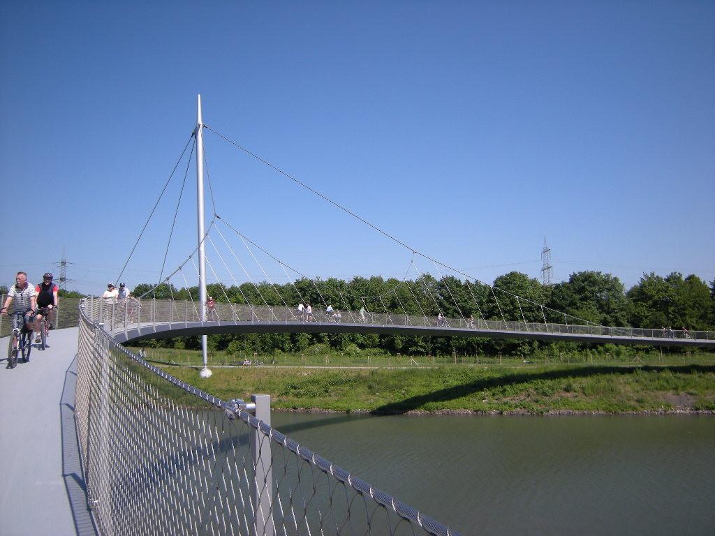 die Grimberg-Sichel -  Brücke über den Rhein-Herne-Kanal