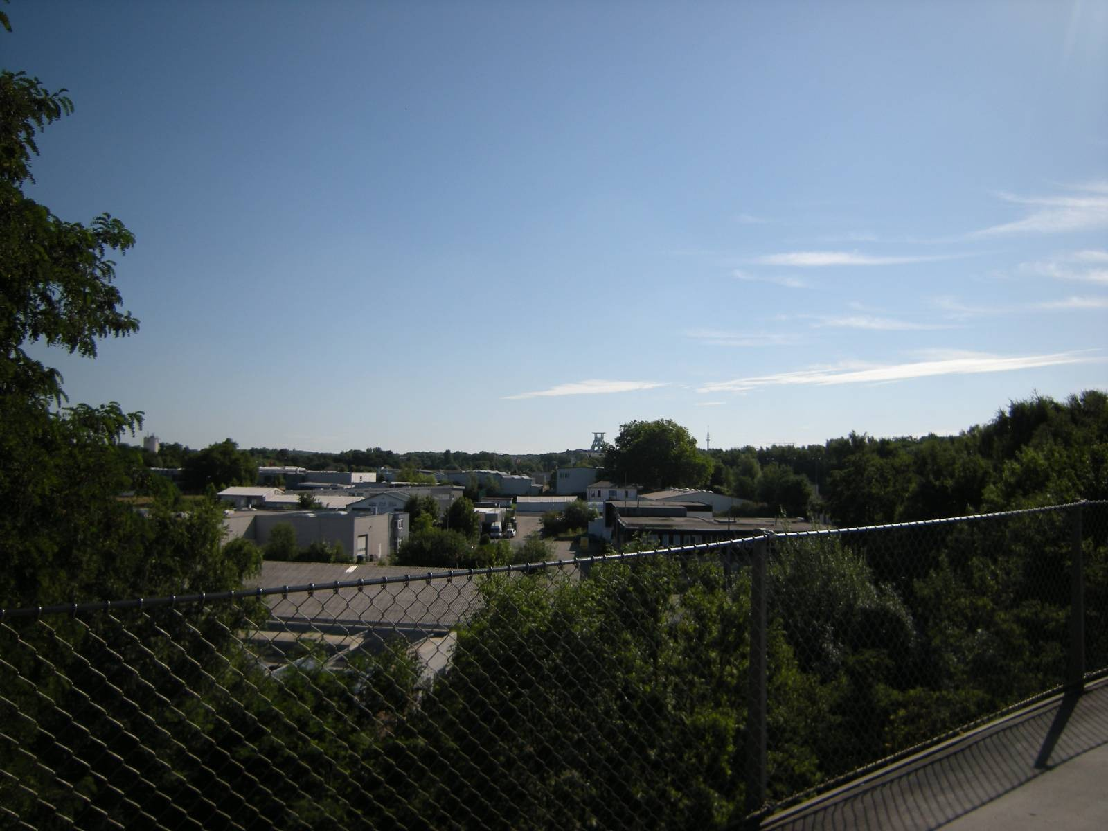 In der Ferne Förderturm Bergbau-Museum Bochum
