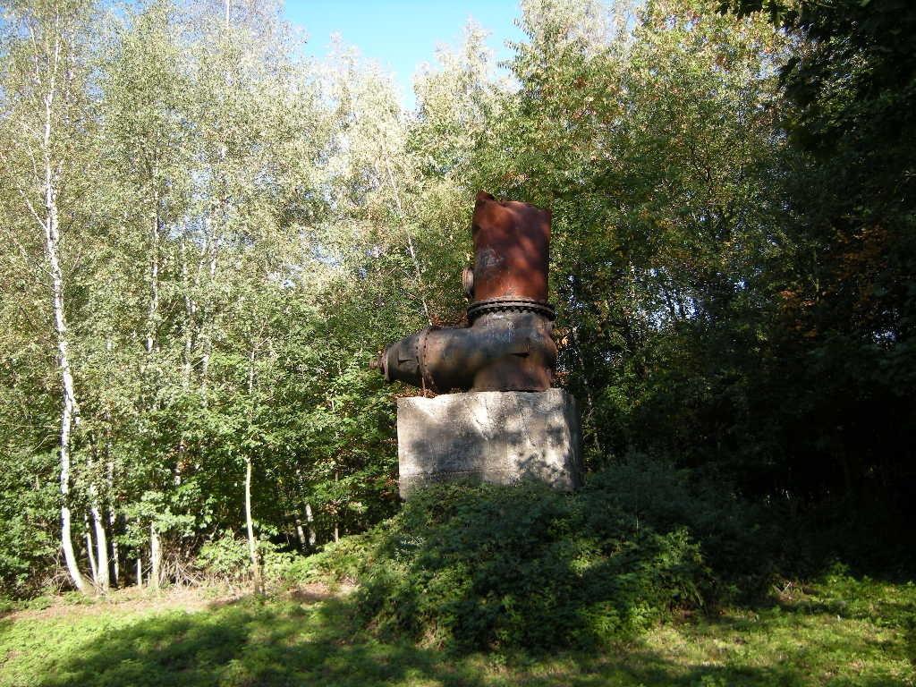 Kunstwerk aus alten Fundstücken der Zeche Rheinelbe