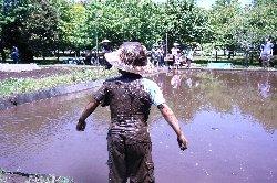 すでに泥だらけだ!