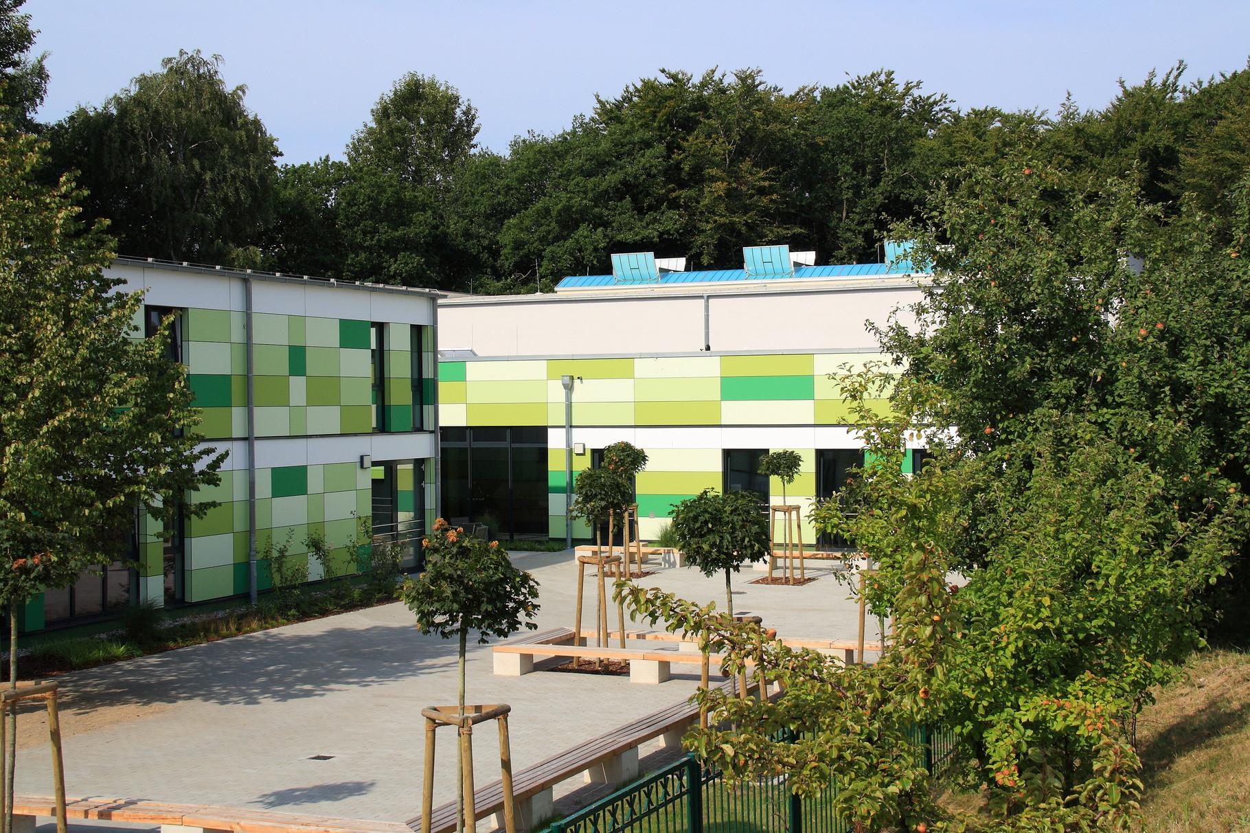 Ostseebad Zinnowitz, Freie Schule (Blick auf Mehrzweckhallenneubau)