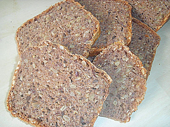 Basisches gekeimtes Vollkornbrot aus Dinkel, Buchweizen und Amarant