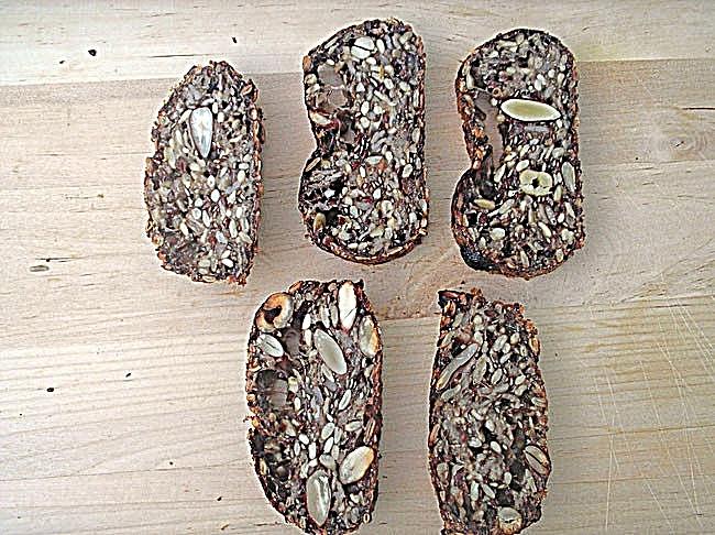 Flohsamenbrot mit Nüssen und Haferflocken