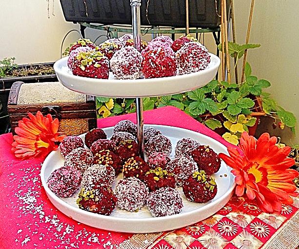 Rote Beete-Kokos-Ladoos