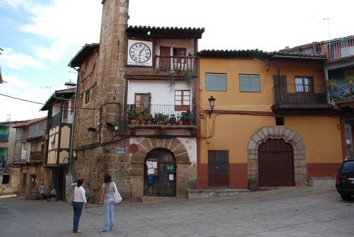 Aquí está la plaza de Sotoserrano que ahora consta, como lugar de nacimiento de todos los nativos de Cabaloria.
