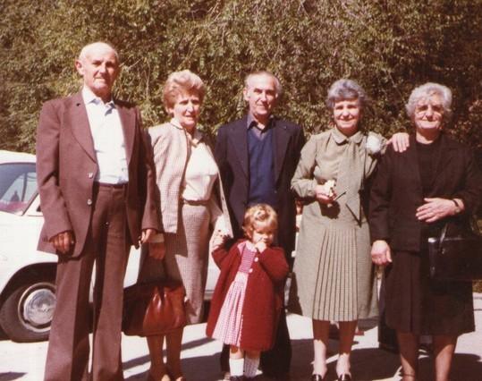 Los hermanos con Eva. F. Pedro.