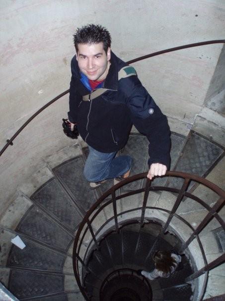 Escalera de caracol. F. P. Privada.