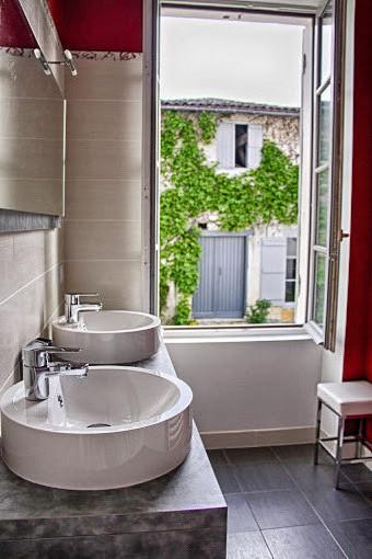 Salle de bain commune de la suite
