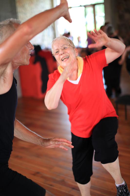 Menschen jeden Alters, groß und klein,  z.B. mit Energy Dance® Trainerin  Heike in Leipzig