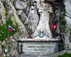 das Suworow-Denkmal gleich oberhalb der Teufelsbrücke