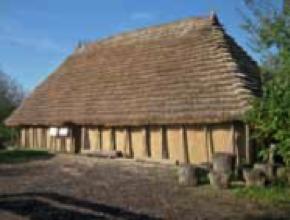 Rekonstruktion eines alemannischen Wohnstallhauses; M. Hoeper