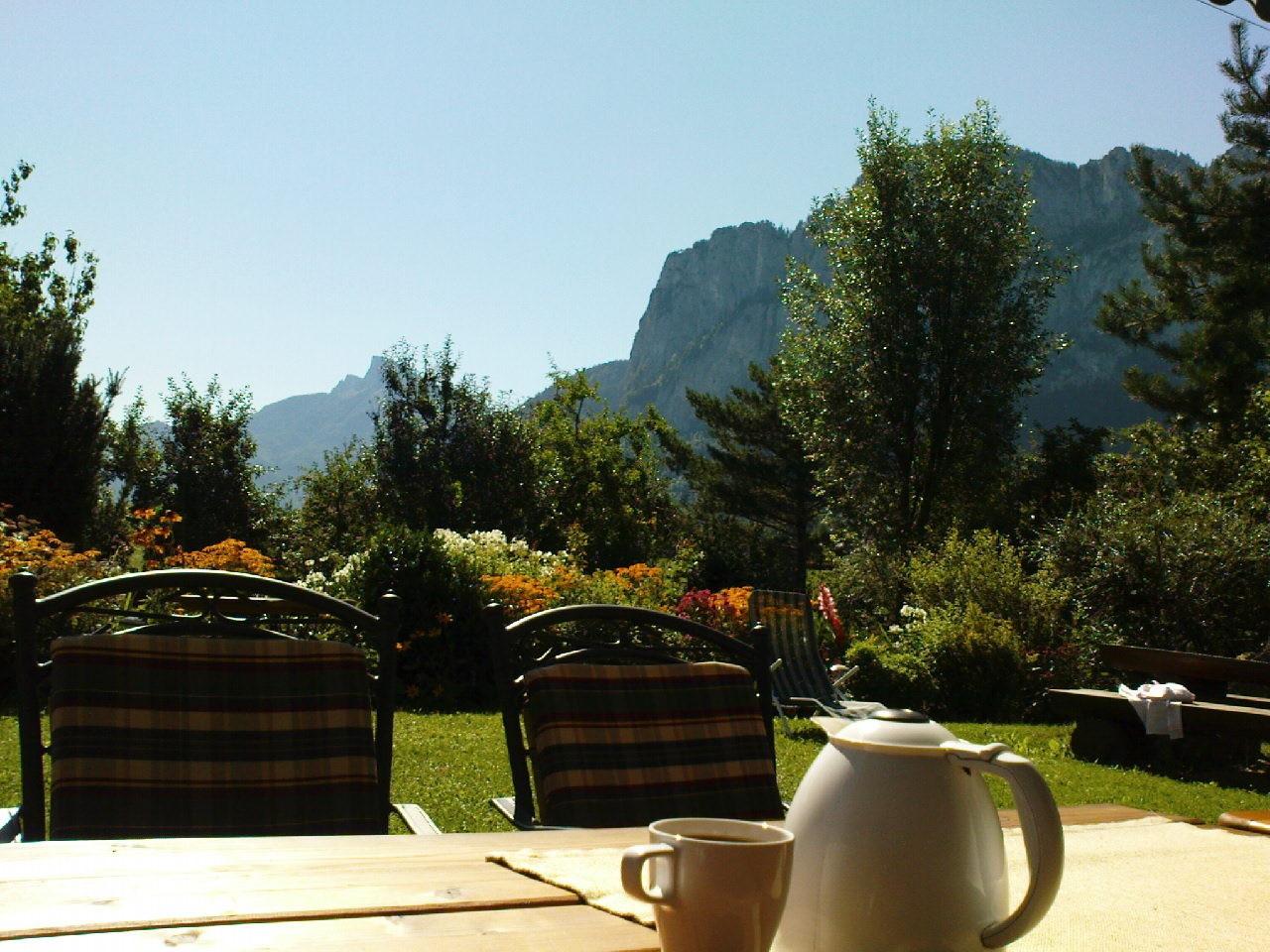 Den Tag mit einem Frühstück auf der Terrasse beginnen!