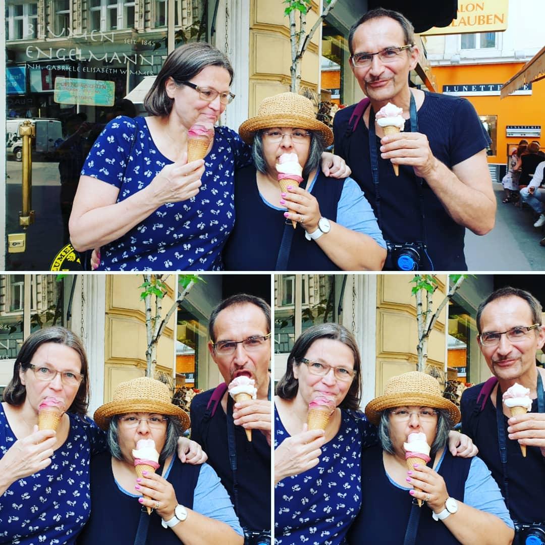 beim Eisessen mit Karin in Wien