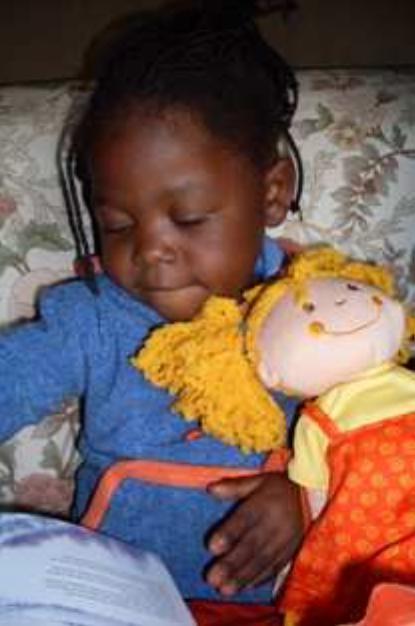 Weihnachten 2009, die Puppe Sylvi hat der Weihnachtsmann gebracht