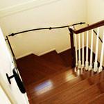 廻り階段にもステキに取り付くアイアン壁手すり