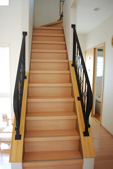 ヨーロッパ調ロートアイアンバスケット手すりを階段に