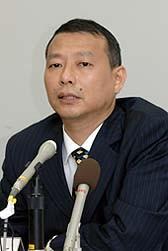 2005年8月22日(高知白バイ事故の約半年前)に高知県警本部長に着任した鈴木基久氏。