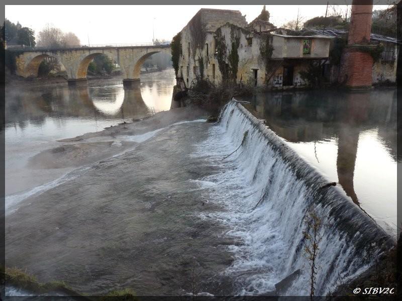 Confluence de la Couze et de la Dordogne lors d'un abaissement du barrage de Tuilières.