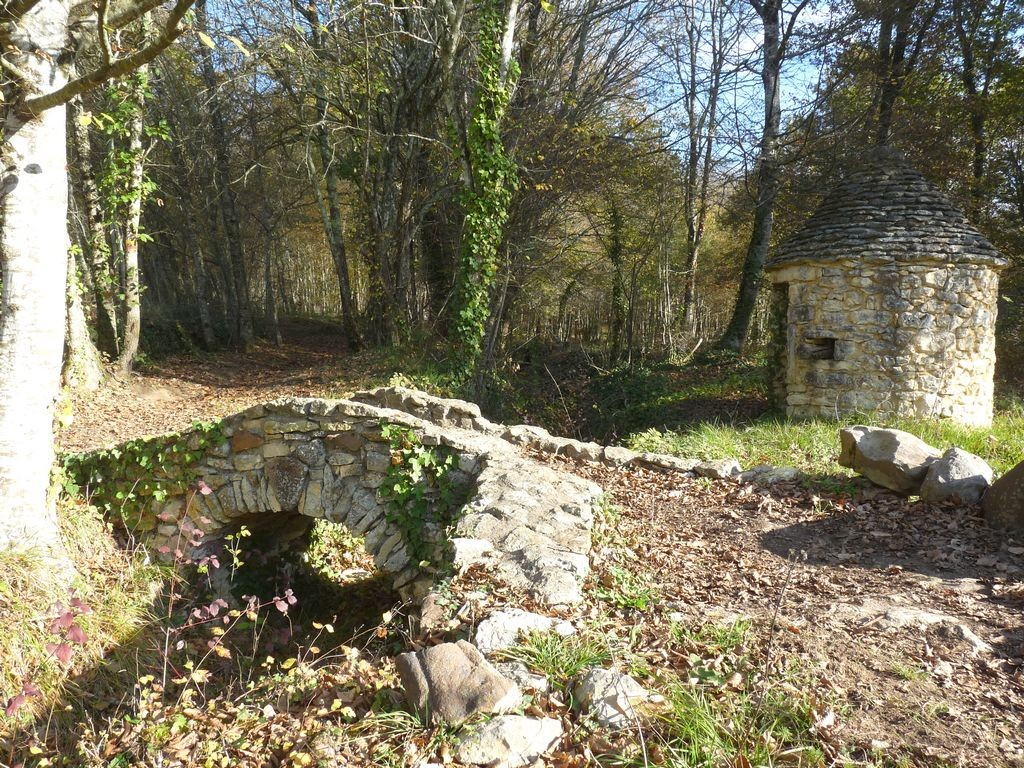 Pont en pierre sur le Clérans amont