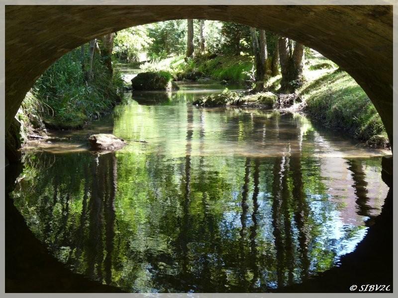 Photo de la Couze prise lors d'une mesure de débit sous le pont de Bayac