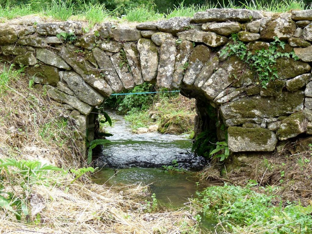 vieux pont en pierre, vallée du Paunat