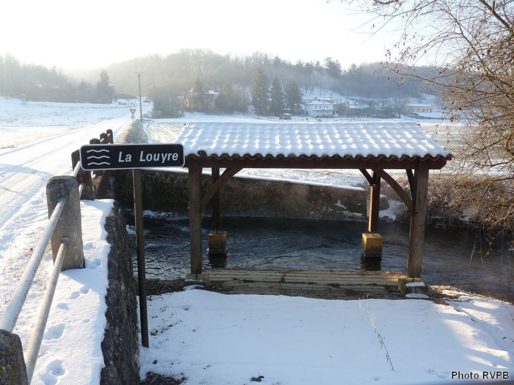 La Louyre à St Félix de Villadeix, l'ancien lavoir sous la neige
