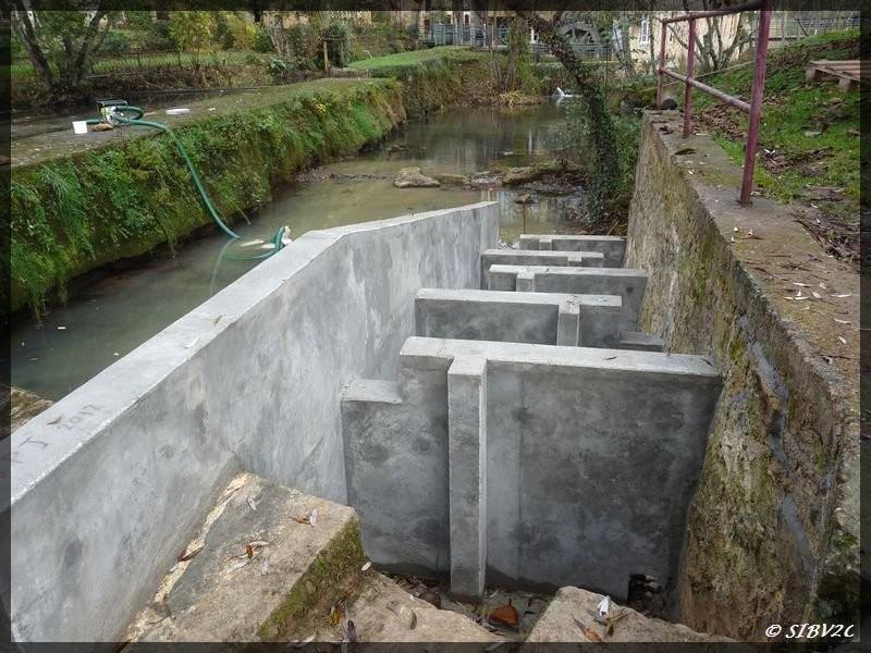 Construction en cours de la passe à poissons au moulin de la Rouzique.