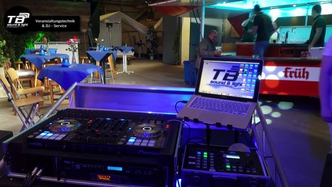 DJ für Silberhochzeit in Wormersdorf - Blick vom DJ Pult aus