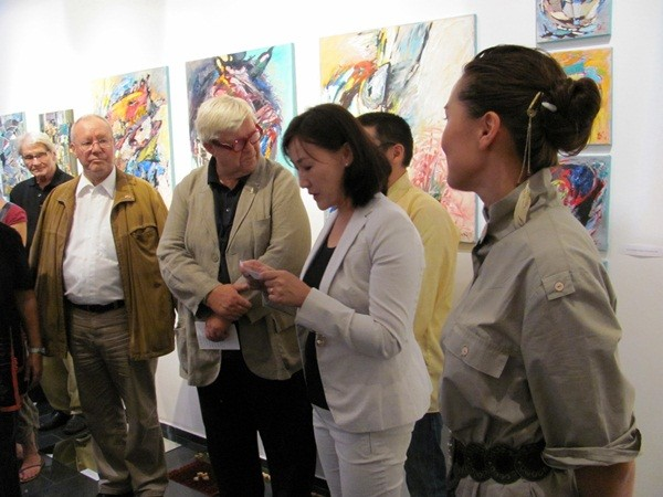 vlnr: Dr. Franz Greif, Günther W. Wachtl, Frau Kulturattaché der Botschaft der Mongolei, Bat Otgonbat -  Foto: Mag. (FH) Beate Mitterhuber