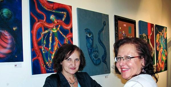 Im Hintergrund Bilder von Alexandra Hahn und László Cseh-Németh