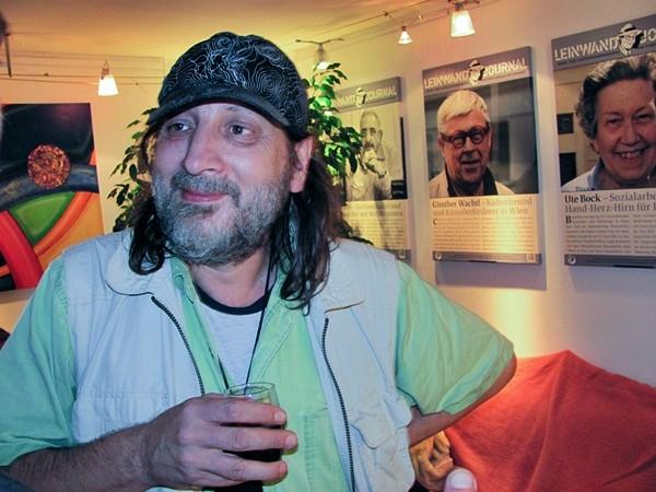 Joe Leitner (im Hintergrund die VAKO Leinwandjournale)