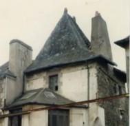 Façade du pavillon avant démolition Angle rue du Pont d'Oust, rue des Nobles