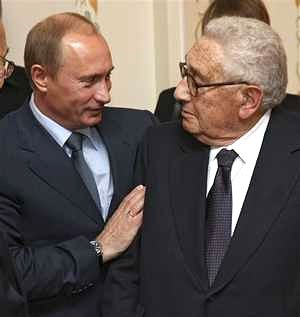 Putin und Henry Kissinger (Quelle: http://www.whatdoesitmean.com/index1994.htm)