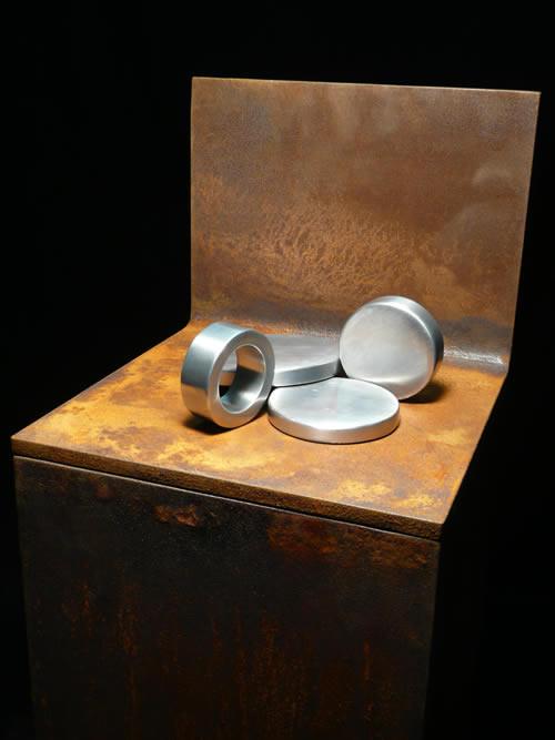 Nr. 9-2008 D 100mm, D 60mm , D 60mm Aluminium mattiert auf Plinthe